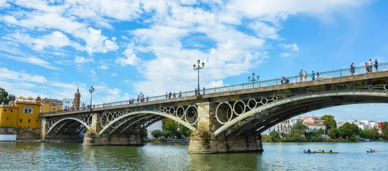 Importancia de los puentes para conectar ciudades y eras